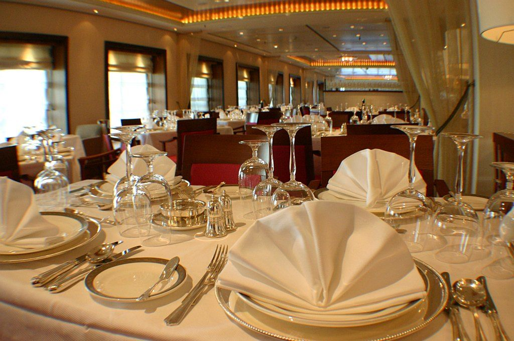 Fine Cutlery And Perfect Setting Is Always An Add On When You Plan A Feast The Royale Shares Some Elite Table Manners Dining Etiquettes For