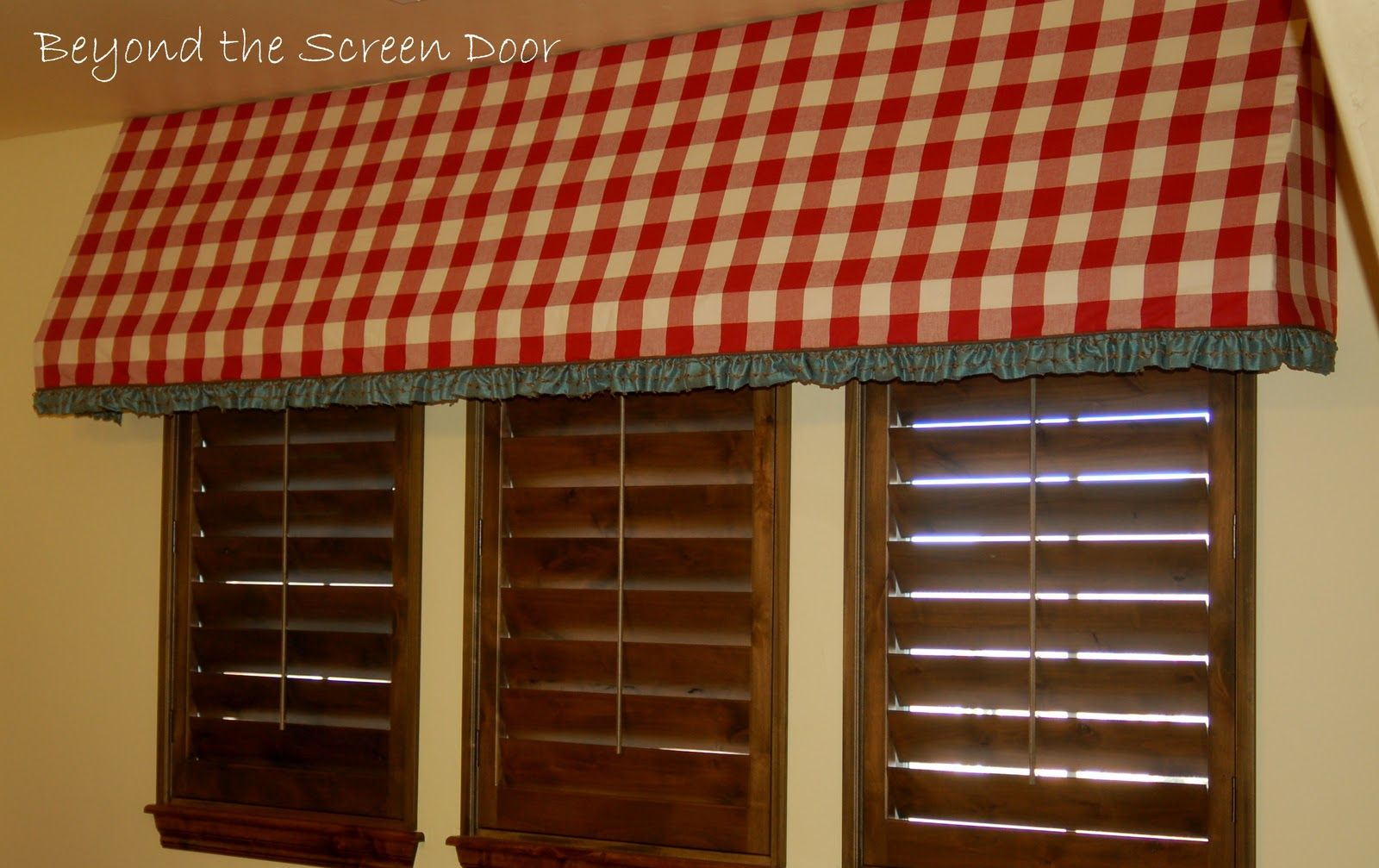 Sassanova Pink Awning Cafe Bakery Shop Cafe Exterior Bakery Store Cafe Design