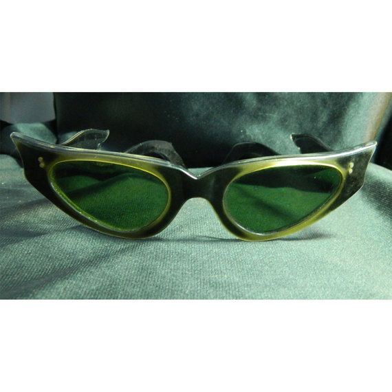 9e2bc49e58d Items similar to Retro Cats Eye 1950s Eyewear - Cool Bat Wing Sunglasses  From France on Etsy
