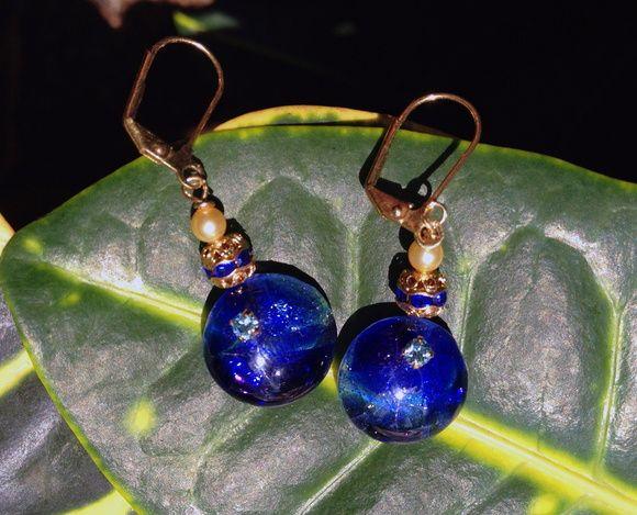 """""""Night Star"""" - brincos feitos artesanalmente de vidro-arte e pérolas Swarovski."""