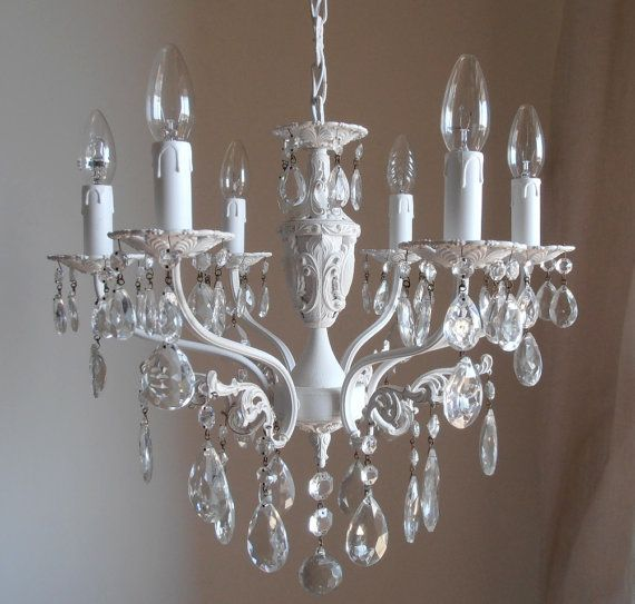 """Recuperati da vecchie cantine e soffite o creati con del geniale """"fai da te"""" i lampadari shabby chic danno un tocco unico alla vostra casa. Pin Su Luxury Lighting"""