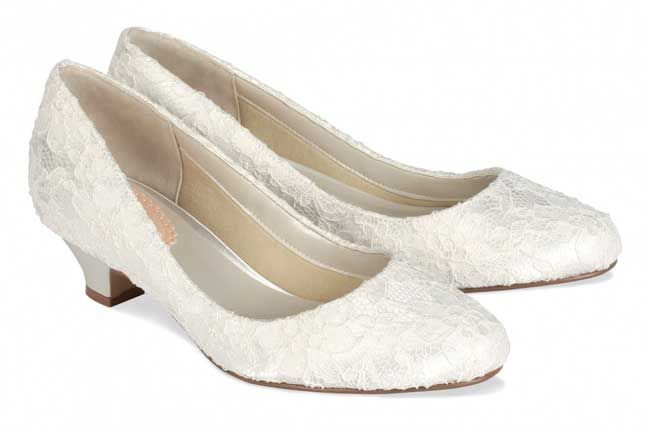 11 Super Stylish And Comfortable Winter Wedding Shoes Winter Wedding Shoes Wedding Shoes Heels Wedding Shoes Lace