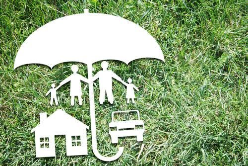 Umbrella Insurance 101 A Rain Umbrella Protects You From Getting Wet But Doesn T Stop The Raindrops From