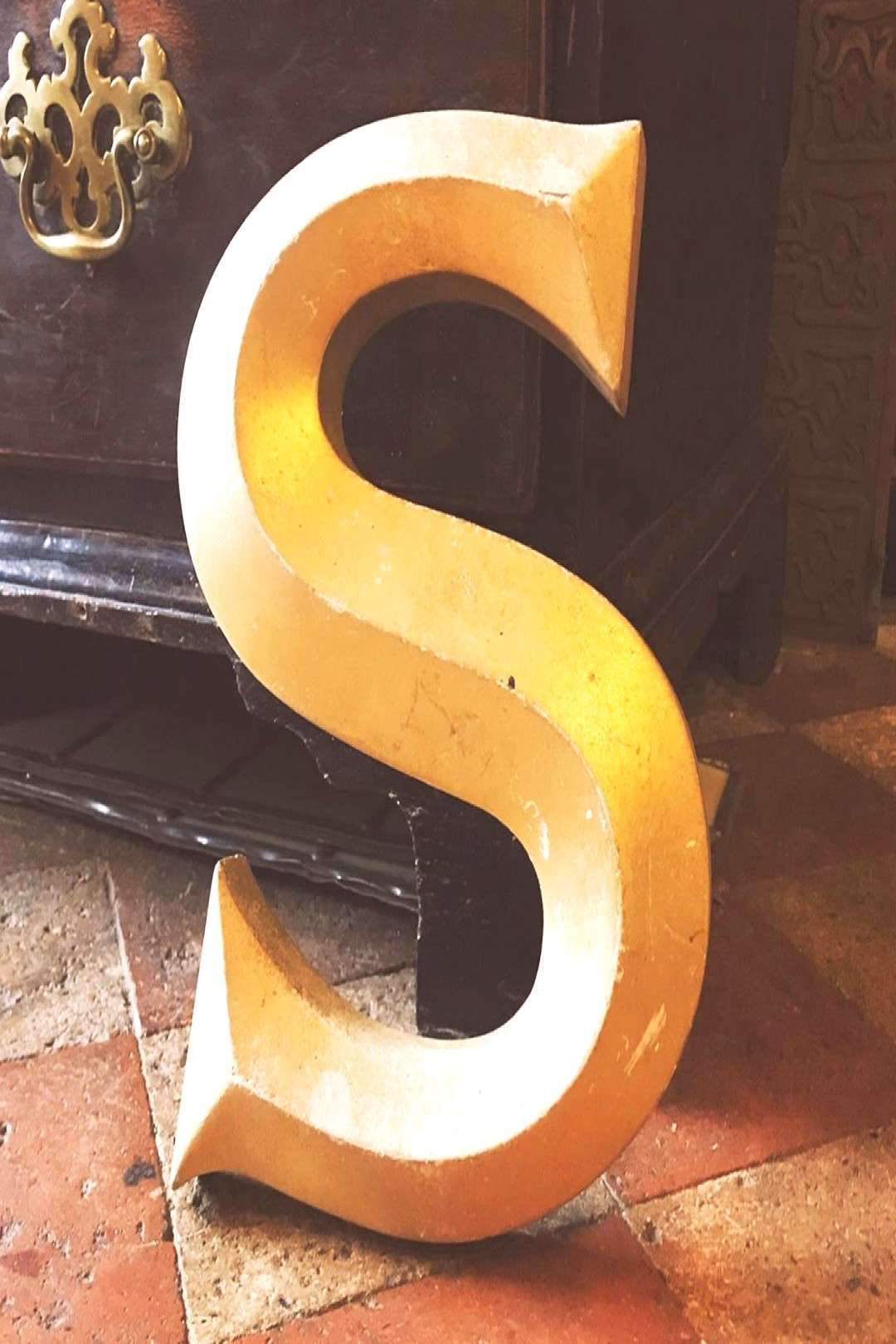 February Antiques Stirling Capital Letters 222020 25cms Stuff Photo 1950s Worn Gold Sign High Pub Capita In 2020 Pub Signs Shabby Chic Decor Letter Sign