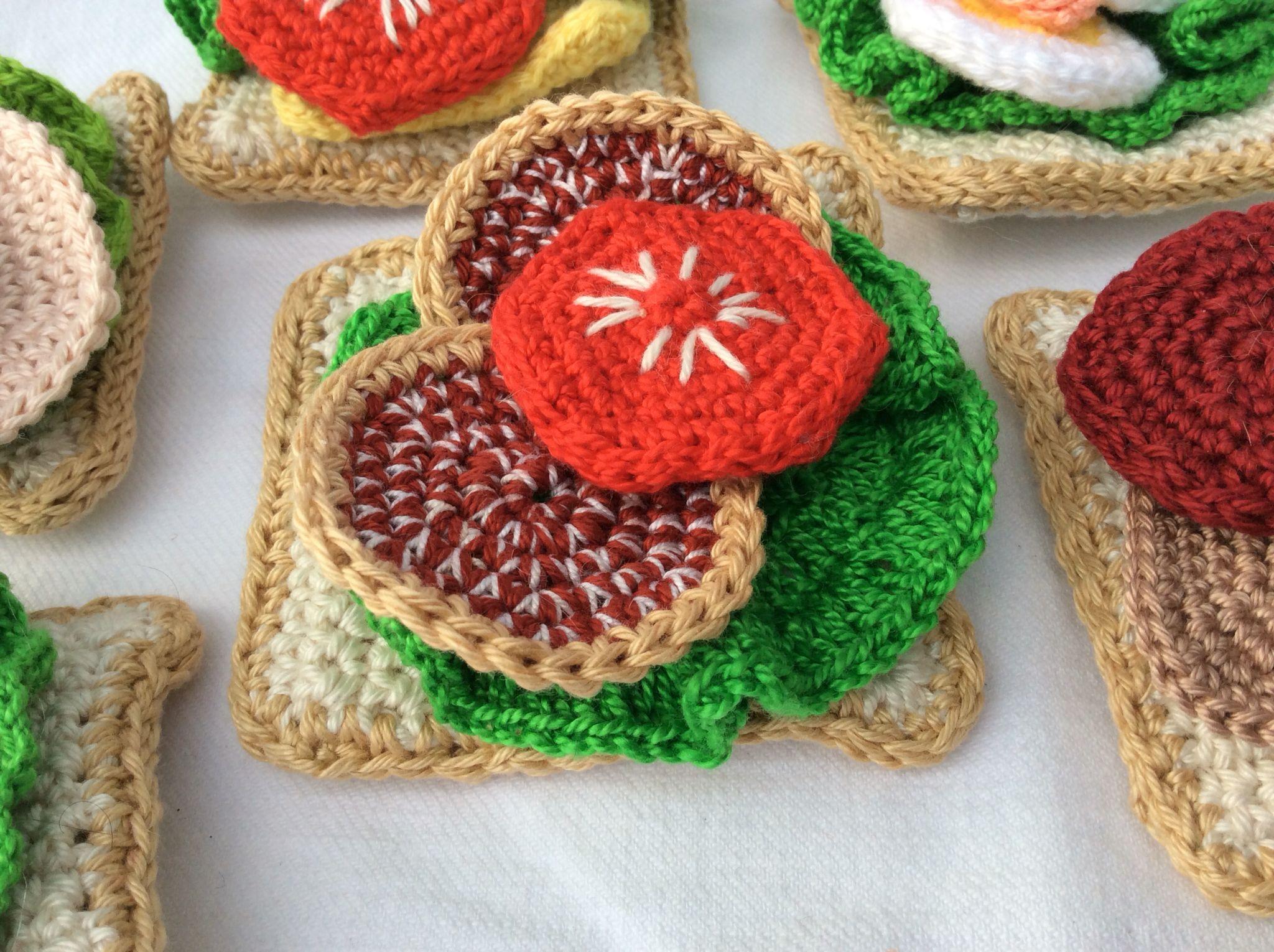 Virkad smörgås med sallad, salami och tomatskiva | CROCHET{FOOD ...
