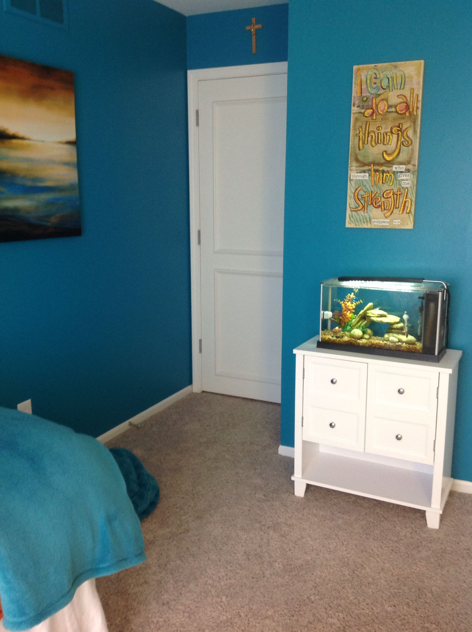 Having a fish tank is a cute idea for your tumblr bedroom