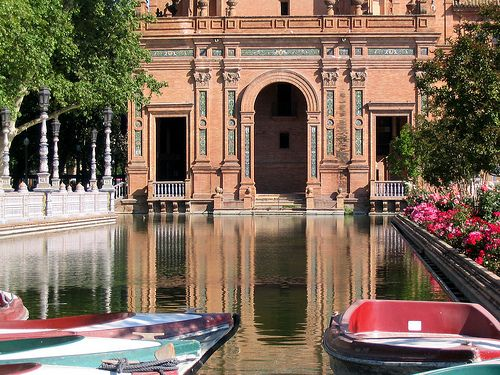 Plaza de España in Seville was designed by Aníbal González for the 1929 Exposición Ibero-Americana   Barcelona Airport Private Arrival Transfer Excursions in Barcelona Vacations in Barcelona Sightseeing tours, airport transfers, taxi, interpreter and your personal guide in Bar