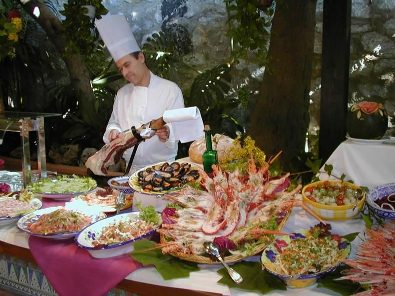 buffet table display garnishes and buffet enhancements that rh pinterest co uk
