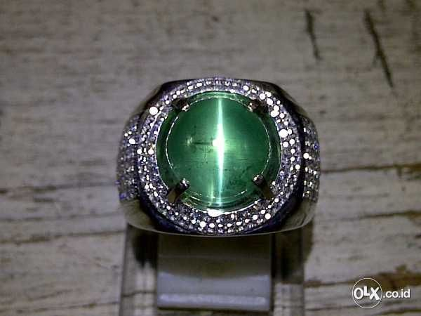 Image result for Cat's Eye emerald emerald