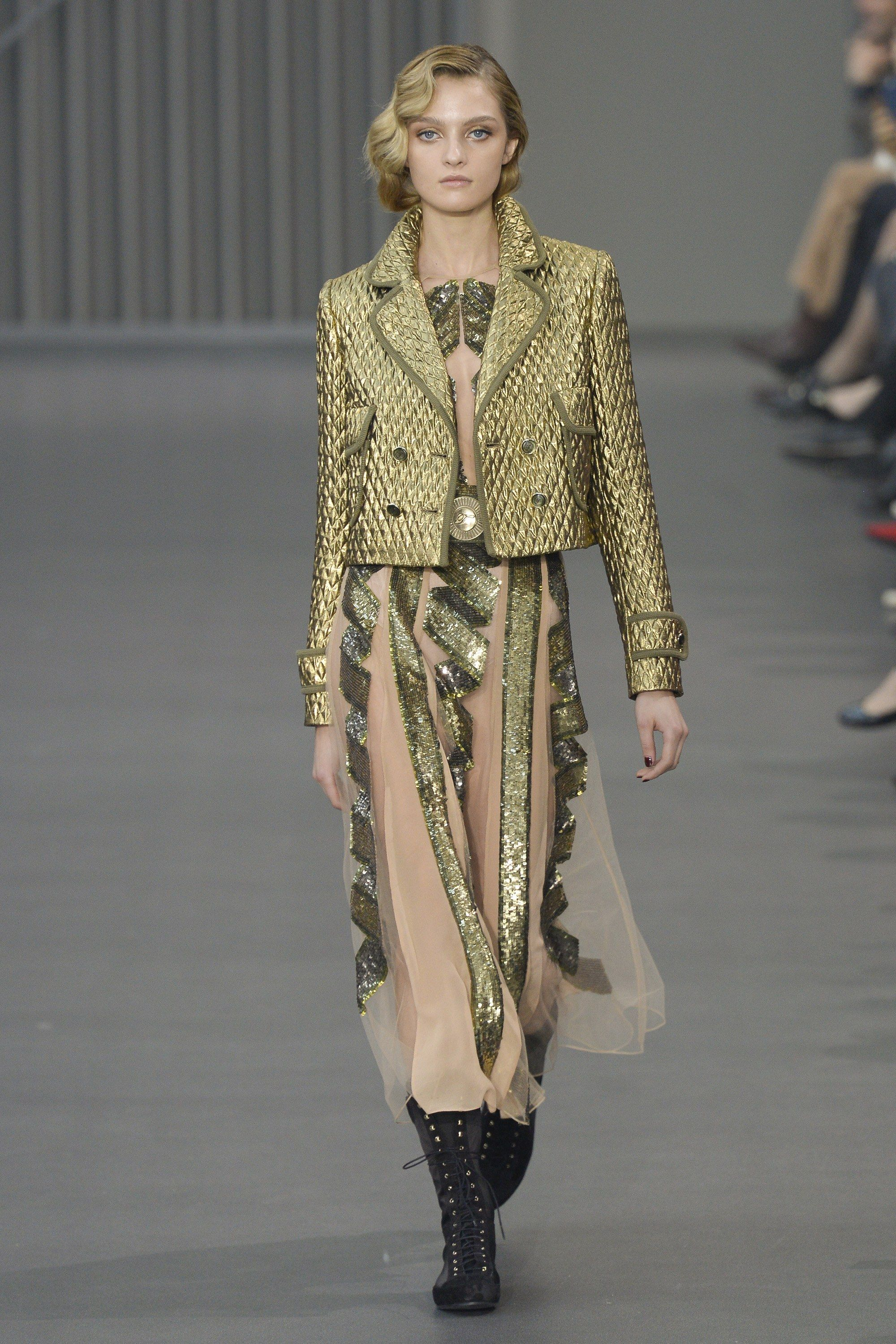 https://www.vogue.com/fashion-shows/fall-2018-ready-to-wear/temperley-london/slideshow/collection#5