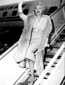 """infinitemarilynmonroe: """"""""Marilyn Monroe arriving in New York, 1954. """" """""""