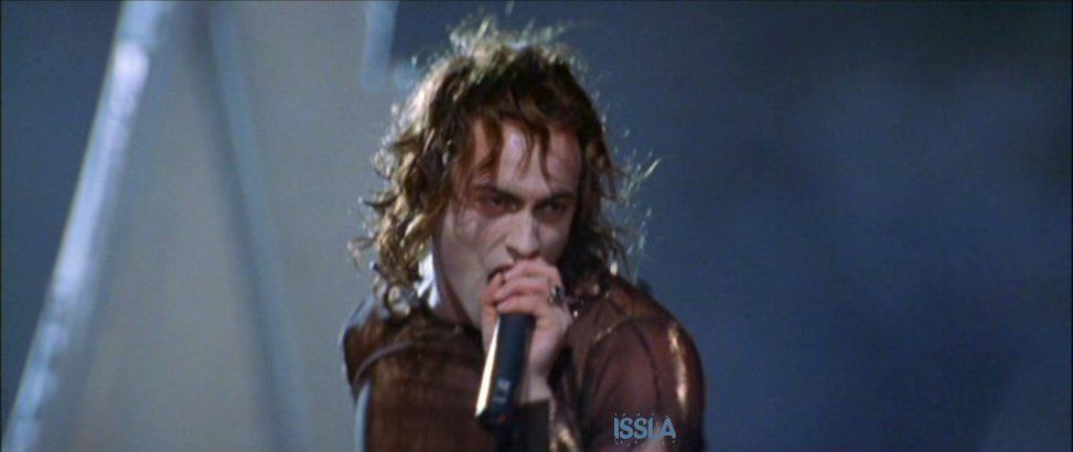 Stuart Townsend as Lestat in Queen Of The Damned.He was one sexy vampire!