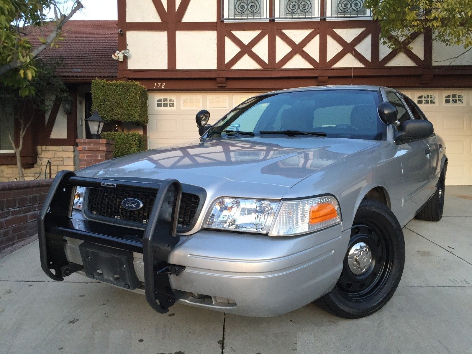 2011 ford crown victoria police interceptor sedan 4 door 2011 ford crown victoria police interceptor sedan 4 door