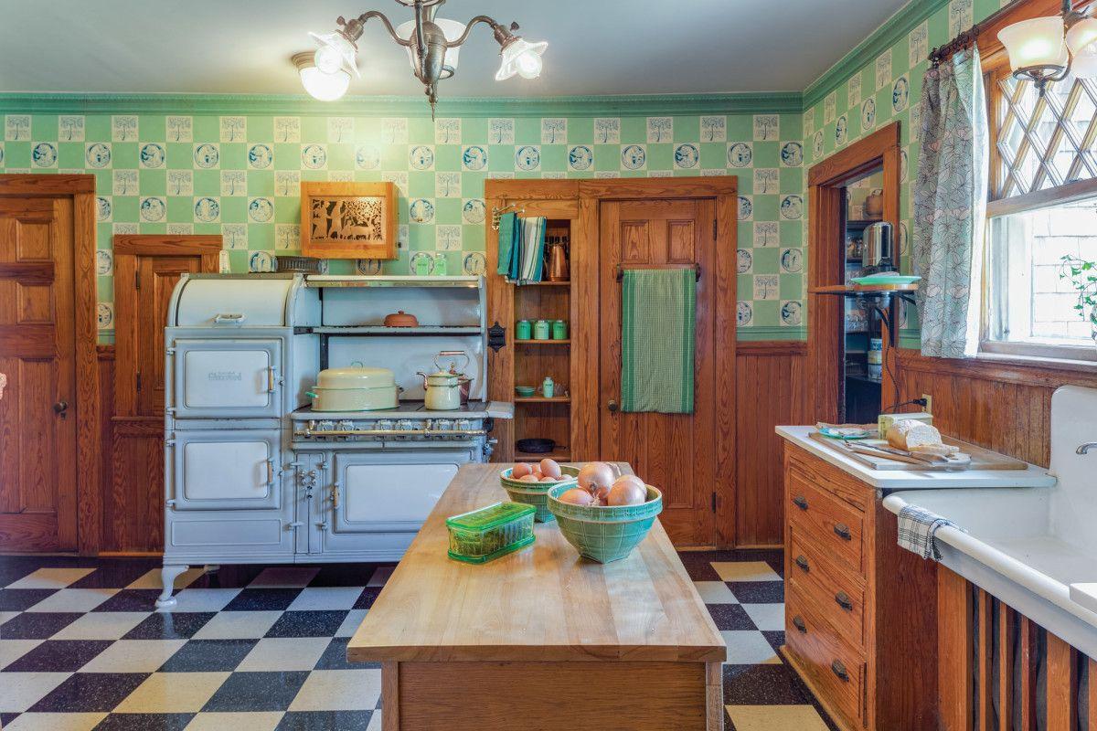 A 1910 1930 Kitchen In 2020 Kitchen Remodel Small Vintage Kitchen Kitchen Suite