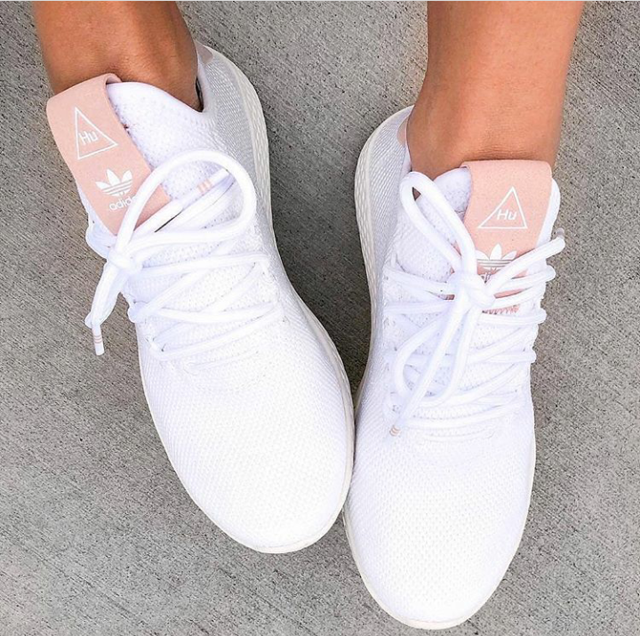 Pin by Ελενη on fourty feet!! | Stylish sneakers, Sneakers