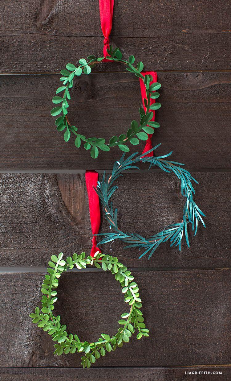 Mini DIY Paper Holiday Wreaths Christmas diy, Christmas
