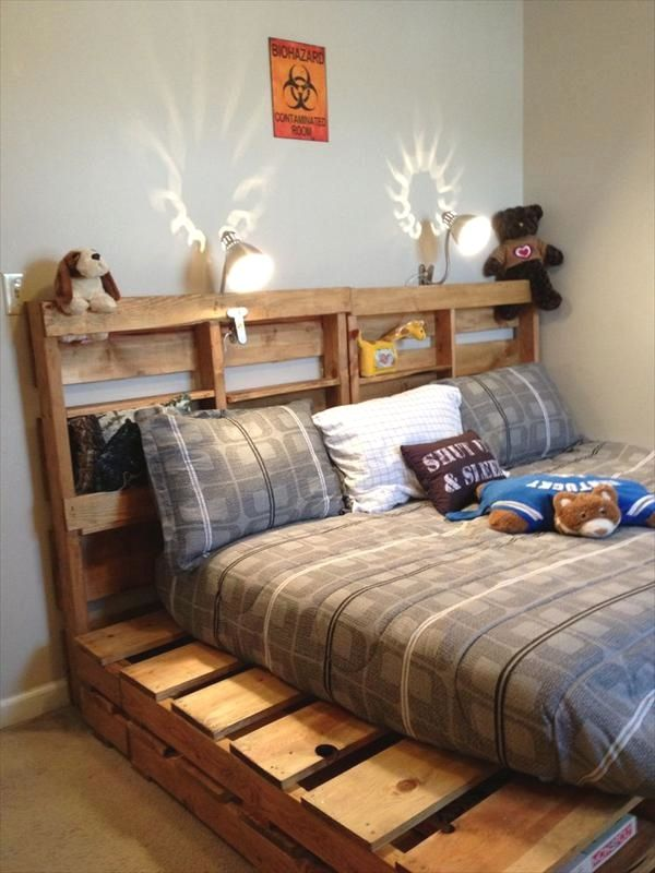 10 Awesome Pallet Bedroom Furnishing Ideas You Can Do To Update Your Home Decor Diy Big Pallet B Pallet Furniture Bedroom Pallet Bed Frame Diy Pallet Bed Frame