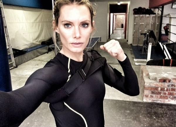 Resident Evil And Star Wars Stuntwoman To Lose Arm After On Set Crash Stunt Woman Resident Evil Stunt Doubles