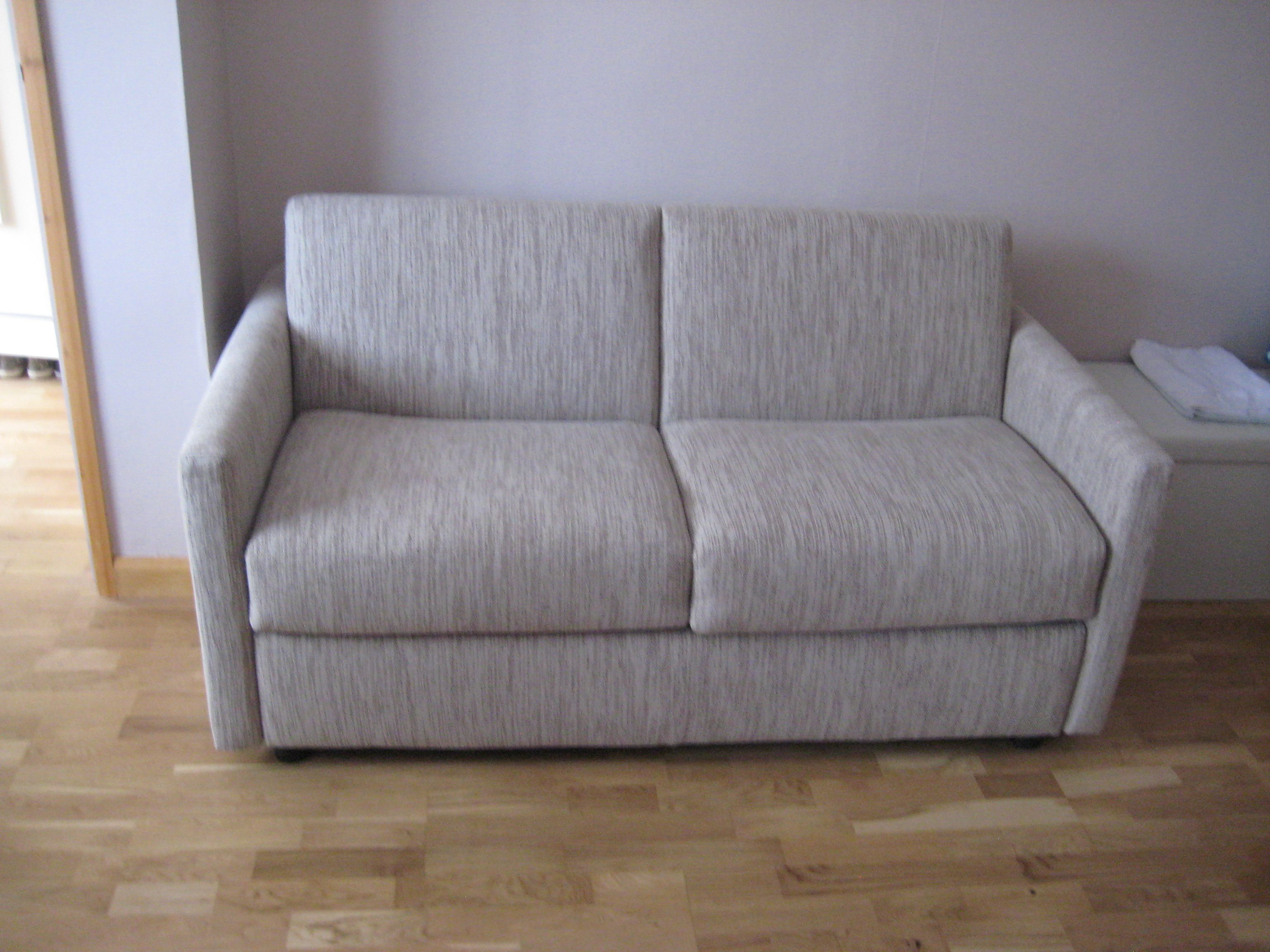 This Lario sofa bed 2 seater slim 8 cm arms measures a pact