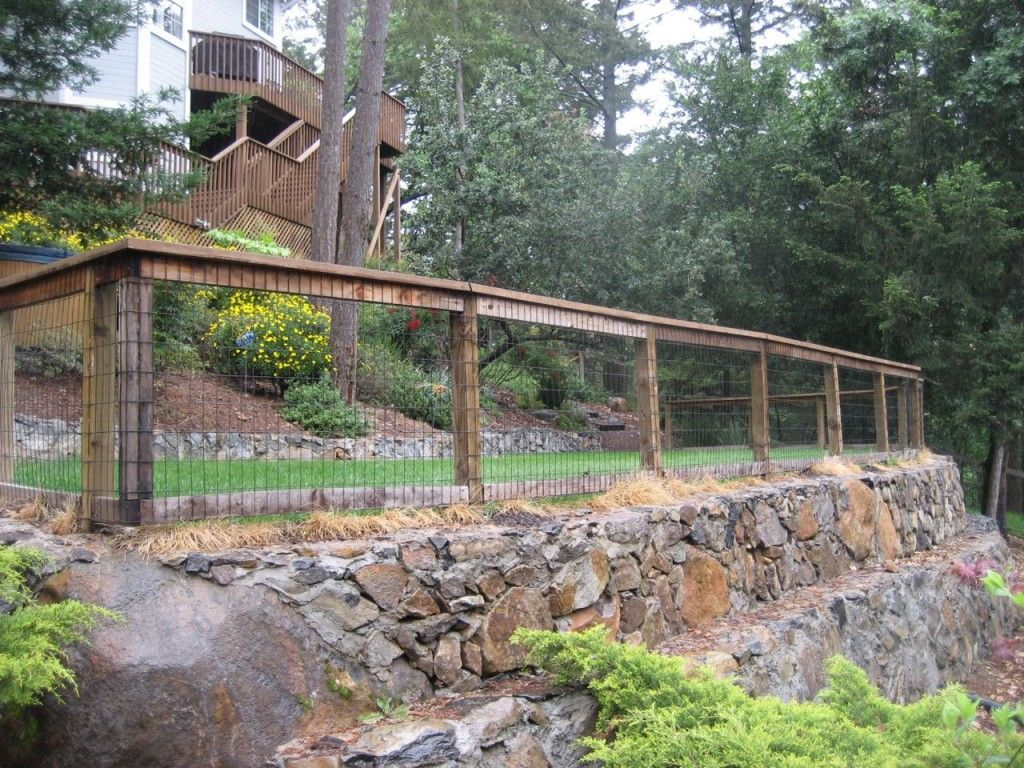 Backyard fence ideas backyard fence surrounded by forest for Front garden fence designs