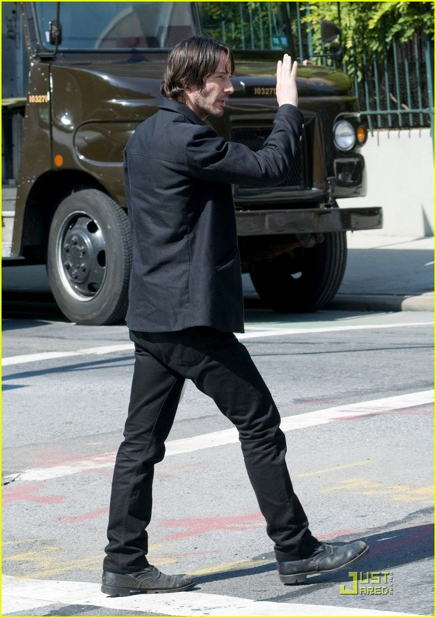 "sources;  Keanu Reeves films scenes for his upcoming movie ""Generation Um"" on a very sunny day.  (  September 22, 2010..."