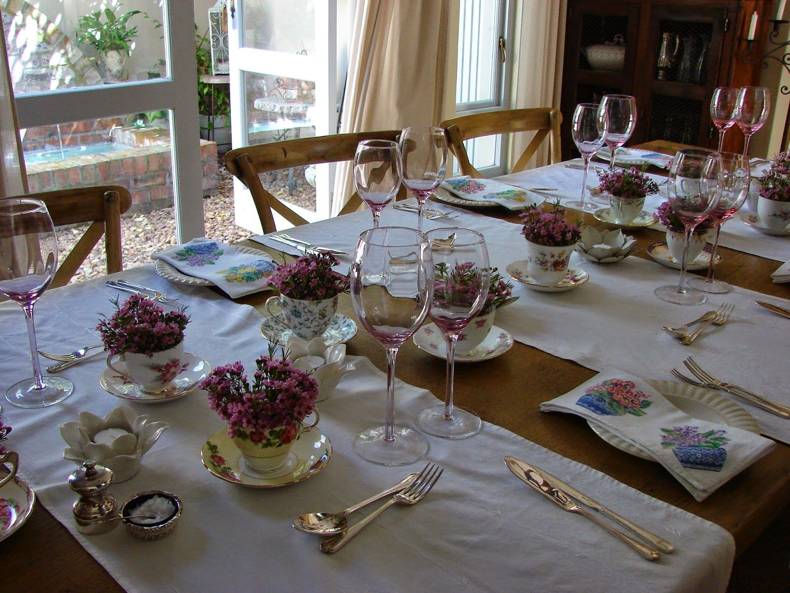 Roses and Rust: The Aesthete's Alphabet - T is for Teacups