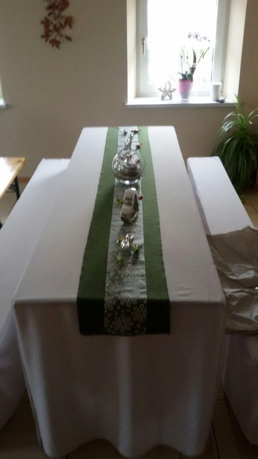 festlich gedeckter Tisch anlässlich eine Hochzeit