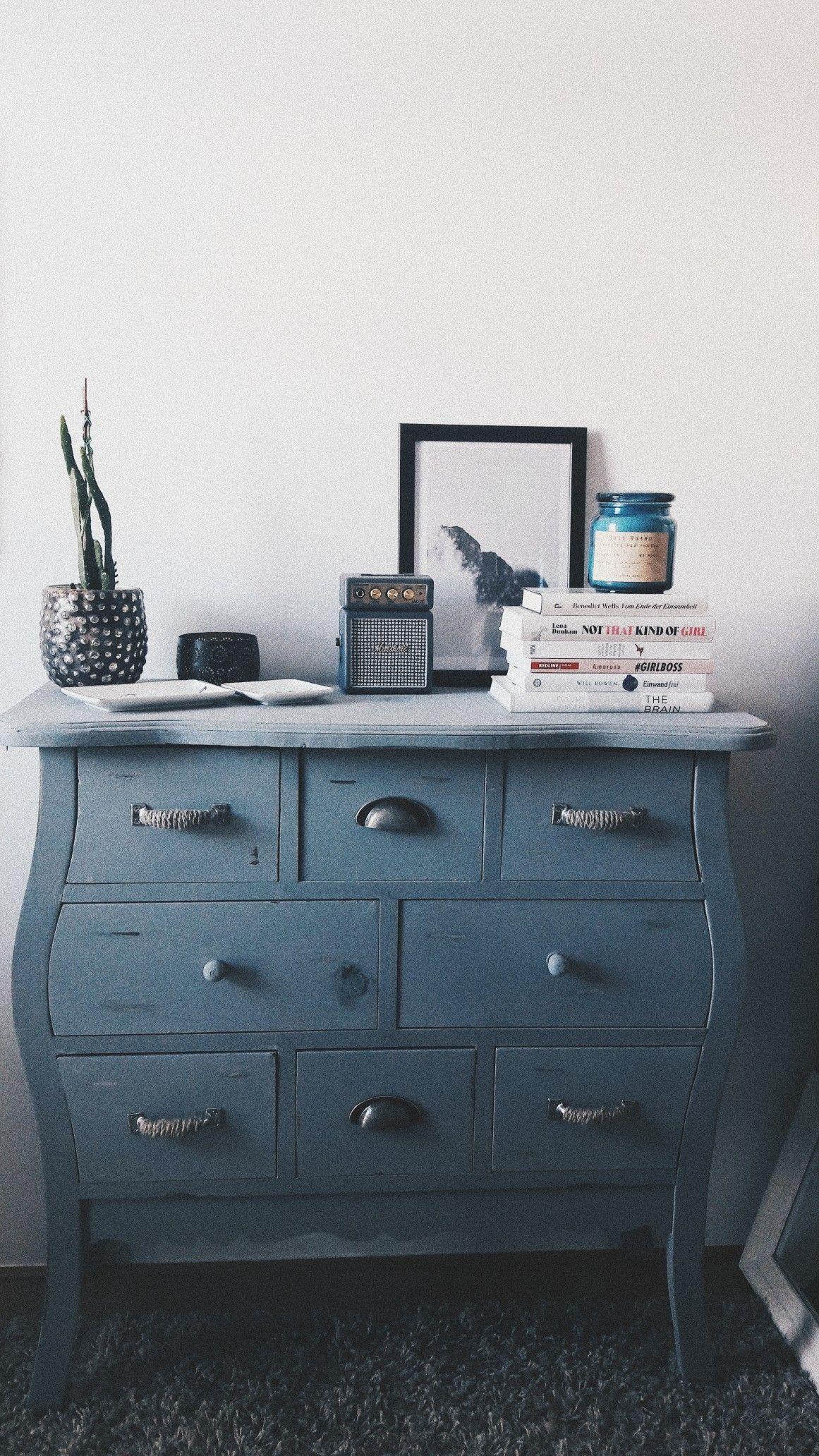 Grey room interior design kommode grau deko salas