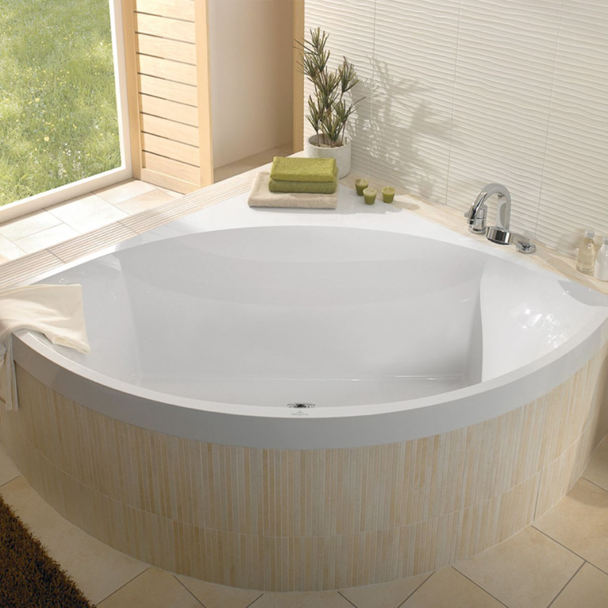 Https Www Ukbathrooms Com Images 1200 1200 78628 Jpg Bathroom Design Corner Bathtub Minimalist Bathroom Design