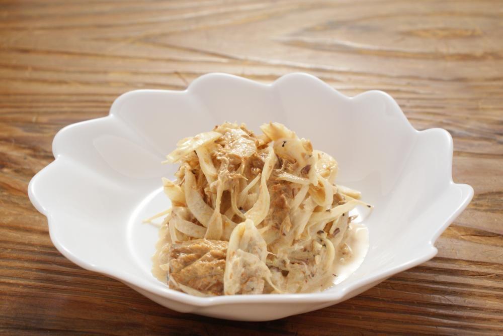 天たつのさば味噌煮缶詰と玉ねぎスライスを使ってからしマヨネーズと会えたサラダを作りました(^^)ピリリとした辛味がなかなかいける一品です♪