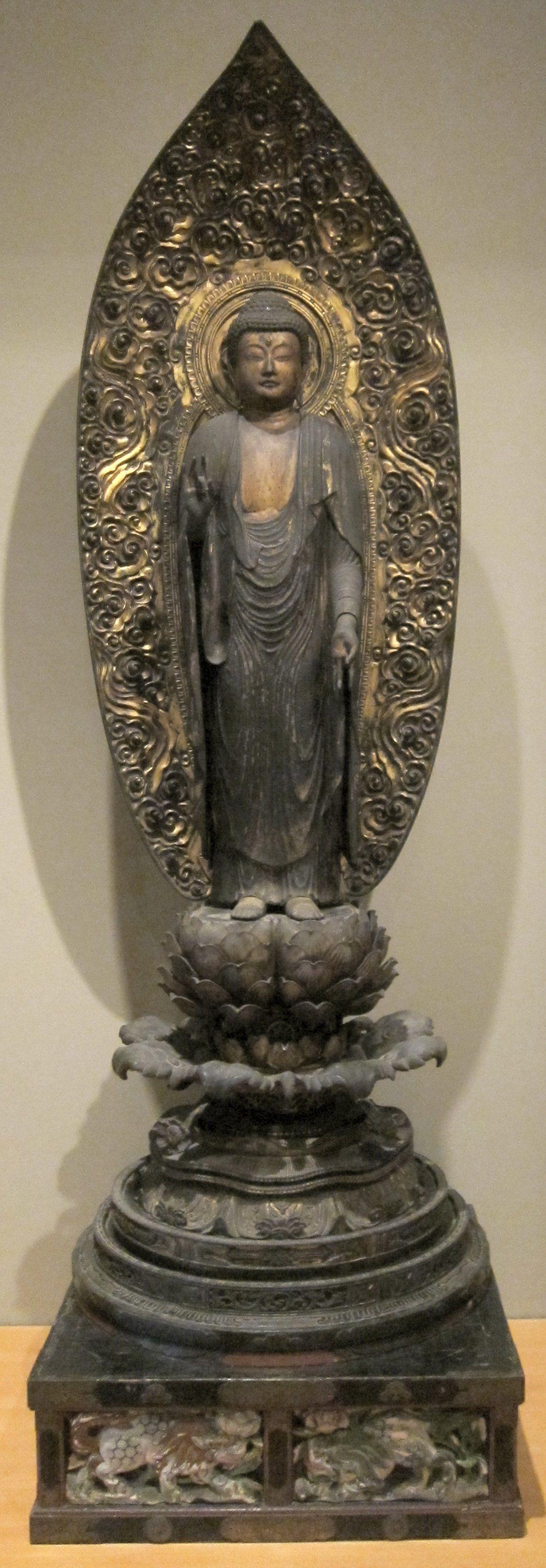 Amida,_Japan,_Muromachi_period,_15th_century,_wood_and_gold,_HAA.JPG (1188×3408)