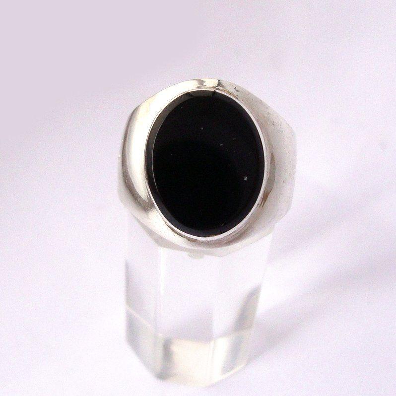 b0fa5217e93e Hermoso anillo para hombre o mujer repujado a mano de plata 950 y piedra  chilena. Todos los números disponibles por ahora. Caja de presentacion  incluida.