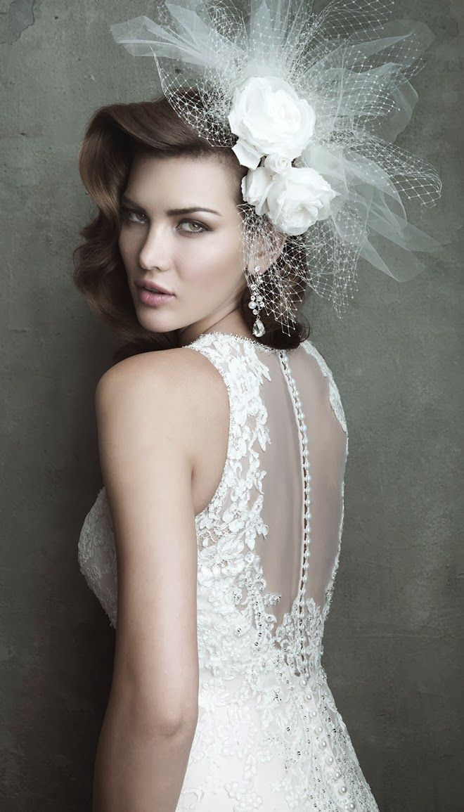 backless lace wedding dress,it's so sexy and beautiful