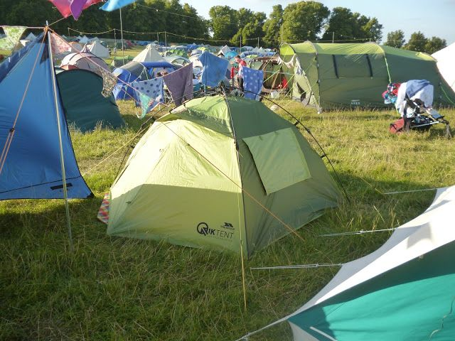 A wonderful easy pitch quick tent. The Trespass Qiktent is a brilliant fast festival tent & A wonderful easy pitch quick tent. The Trespass Qiktent is a ...