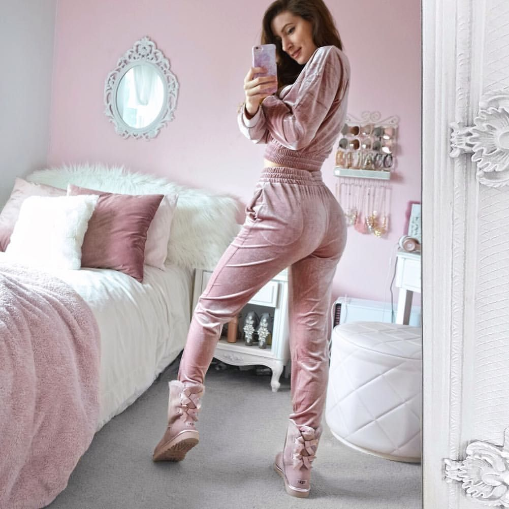 c2d4f9cceed4 𝕋𝕚𝕒 𝕄𝕔𝕀𝕟𝕥𝕠𝕤𝕙  m tia98 Instagram Loungewear dream 💘😍 this  velvet dusty pink set is from  missyempire and I just recently splurged on  these ...