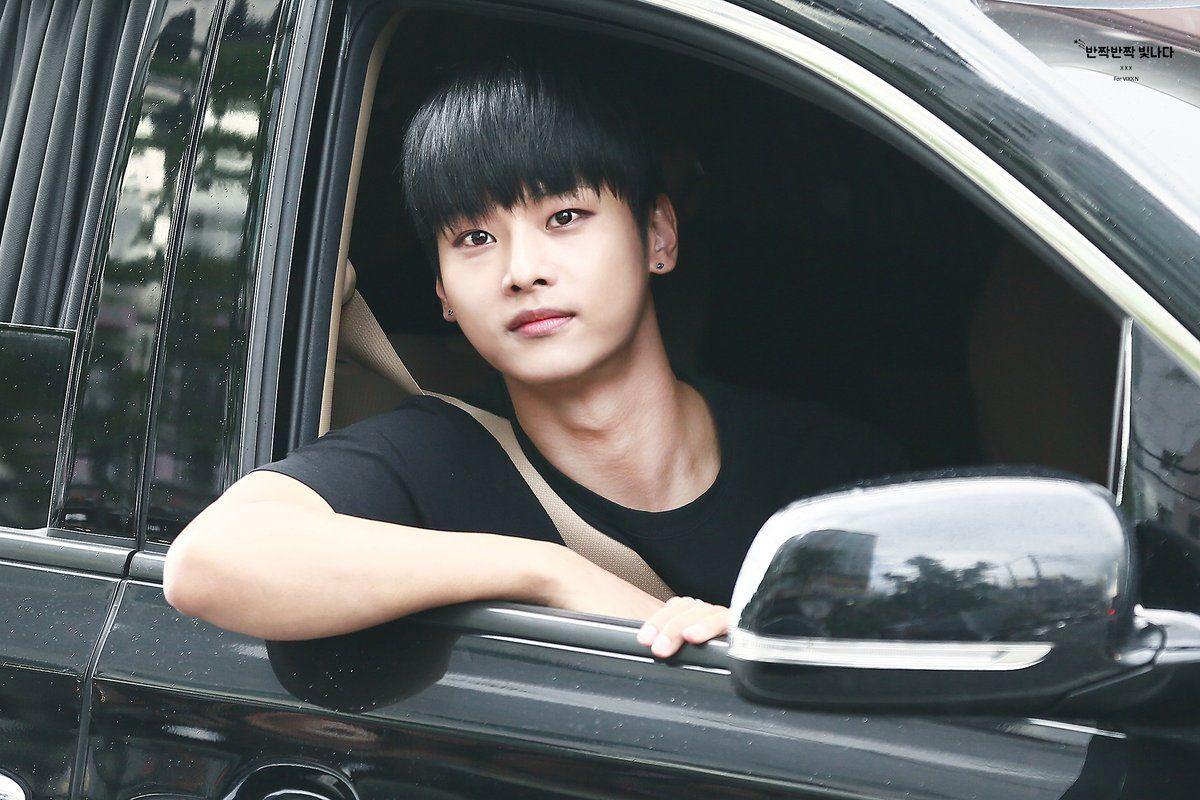 *-* Oh god he is so cute in here #awwwww #N #vixx #hakyeon