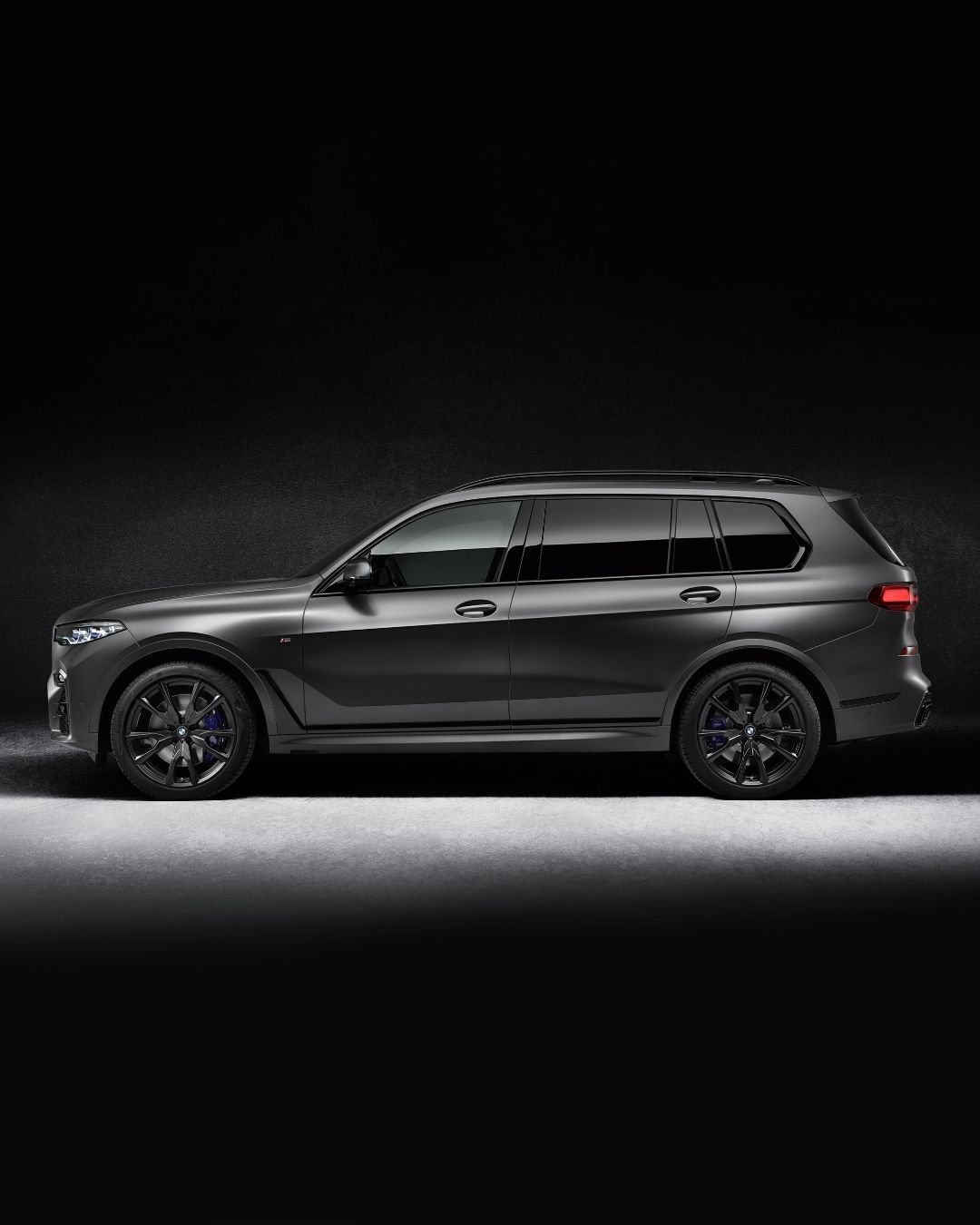 "BMW M GmbH on Instagram: ""Bright power from the deepest darkness. The BMW X7 Edition Dark Shadow. #TheX7 #BMW #X7M50i #BMWM BMW X7 M50i: Fuel consumption in l/100 km…"""