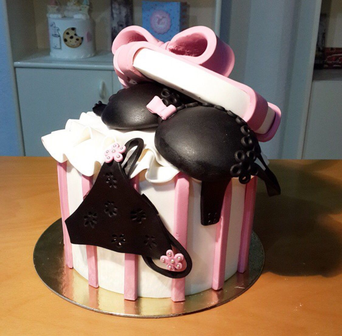 Gift box cake underwear bra chic pink white ribbon chocolate