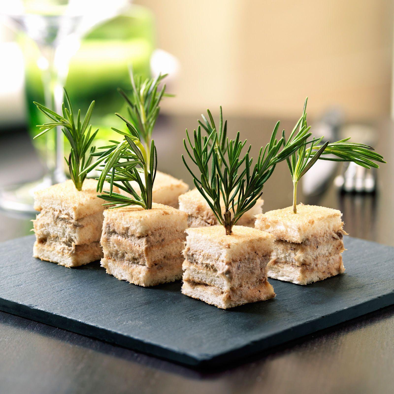 Mini-clubs sandwichs au thon - Recettes | Recette | Sandwich au thon, Recette, Club sandwich