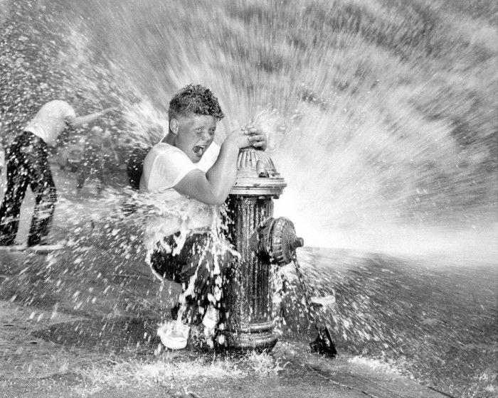 21 photos d'enfants qui savaient s'amuser avant Internet : la 13 va vous faire fondre