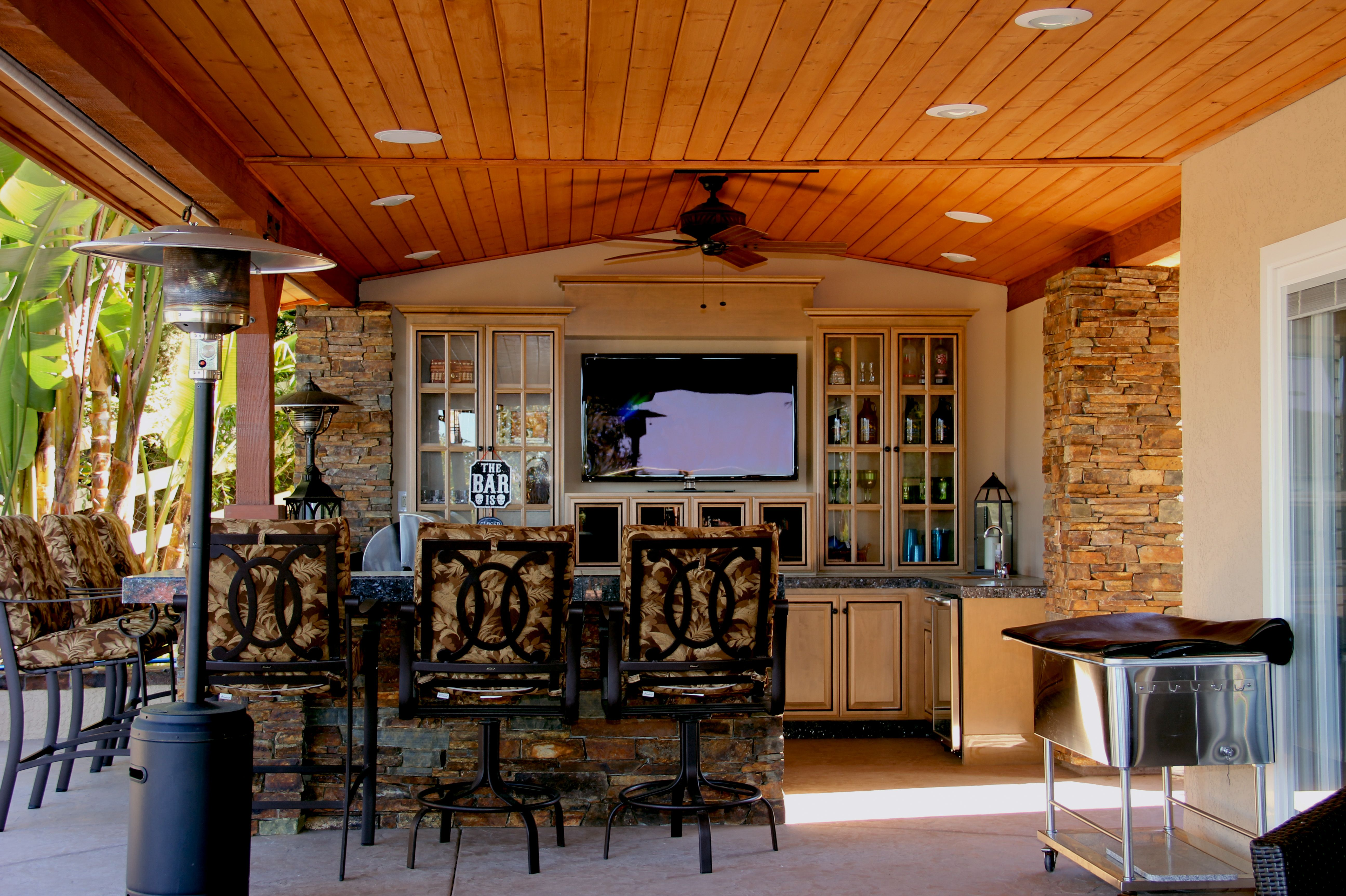 outdoor bar tv by full circle design san diego outdoor living kitchen outdoor living rooms on outdoor kitchen tv id=55230