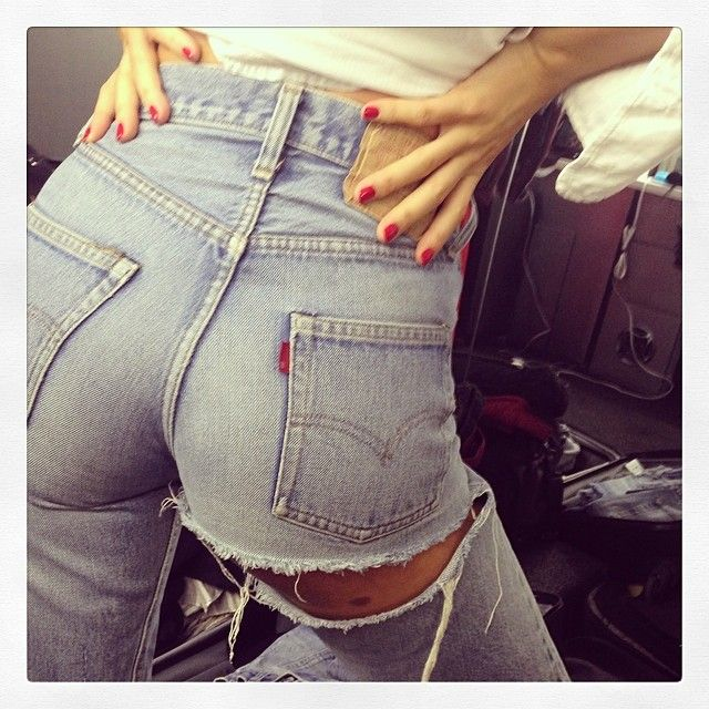 Miranda Kerr showing her 'assets' in ripped blue jeans