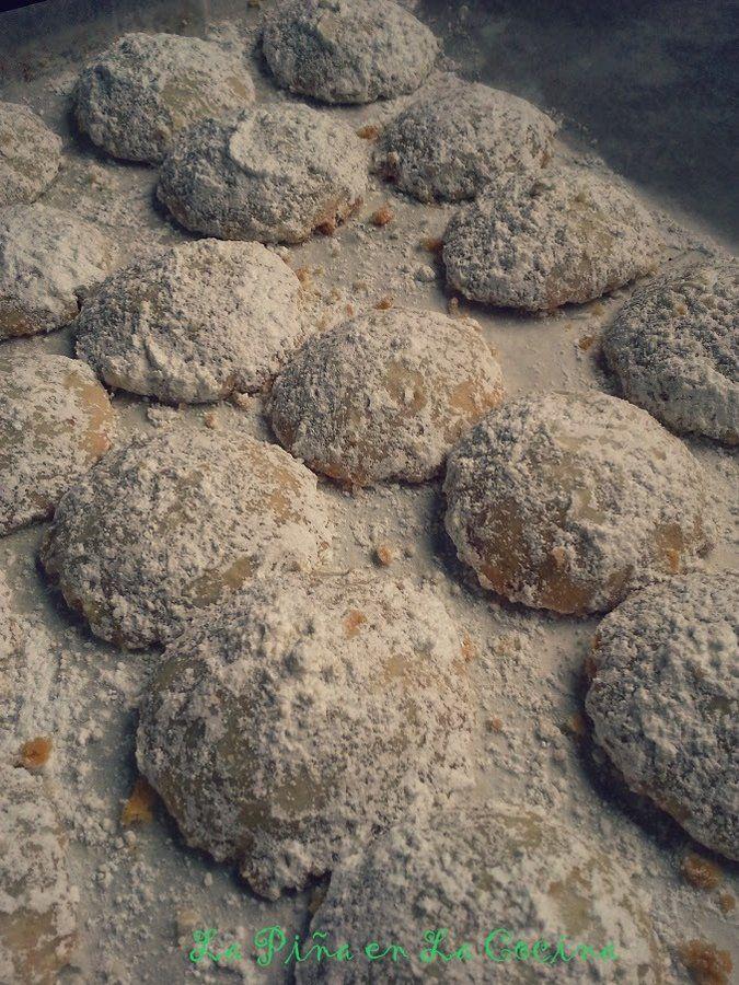 Polvorones de Chocolate (Mexican Wedding Cookies) | La Piña en la Cocina