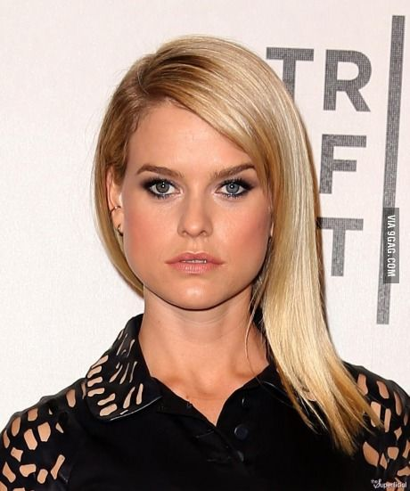 Alice Eve Has Heterochromia Her Right Eye Is Green And Her Left