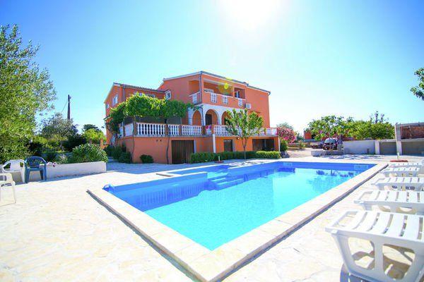 Zwembad Op Dakterras : Villa visocane modern vakantiehuis met zwembad en geweldig