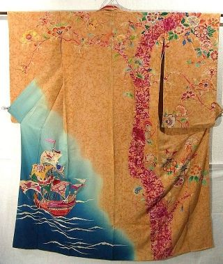 Komon kimono - has vibrant ship design, which is dyed. It has batik technique on sedate color base.  Gorgeous embroidery work is added on the left front panel, the right front panel and the front and the back of the left sleeve part.