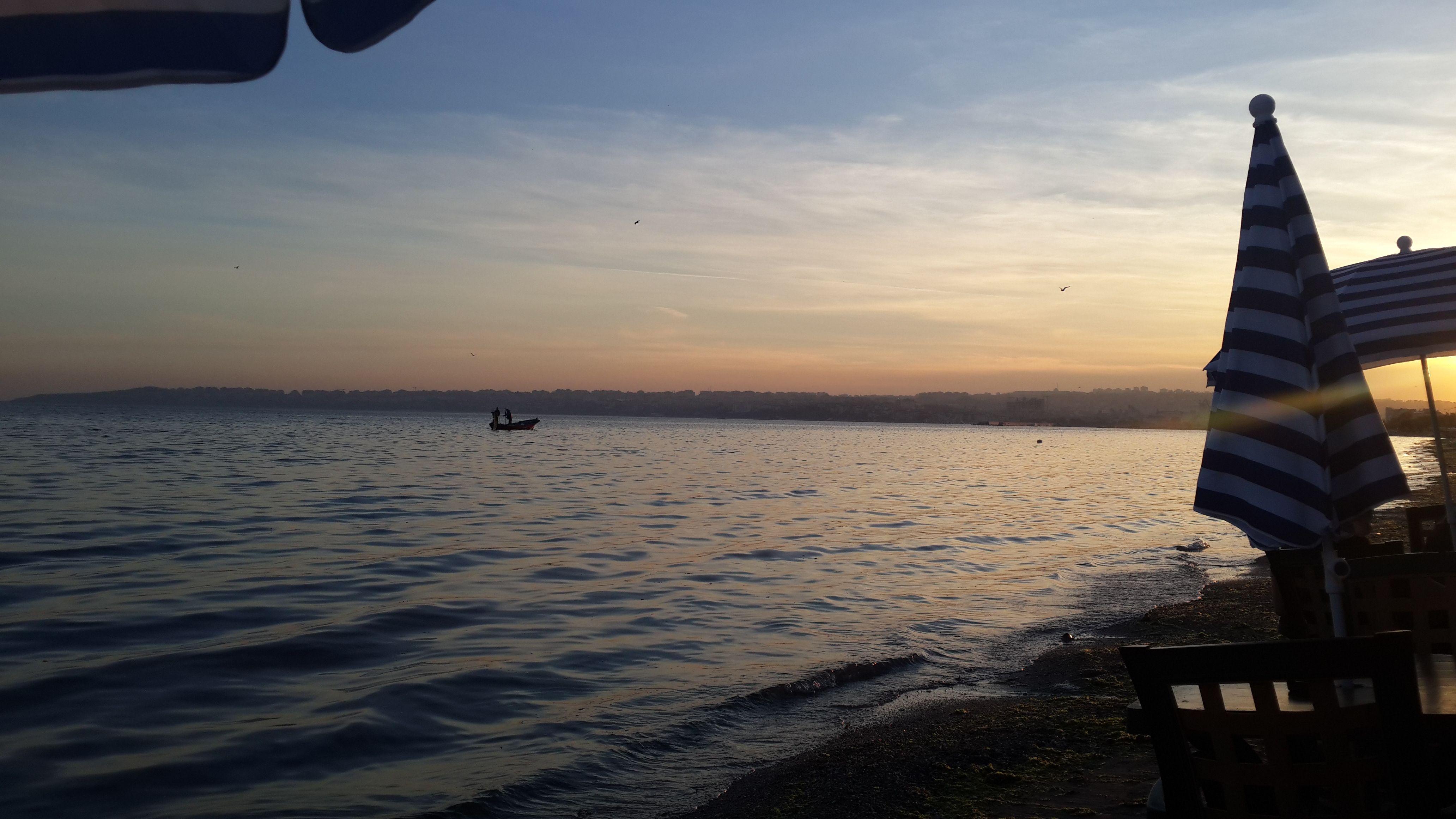 Sorsan ikimiz de maviydik; ama birimiz deniz, birimiz gökyüzü… Anlatabildim mi? #deniz #huzur #büyükçekmece