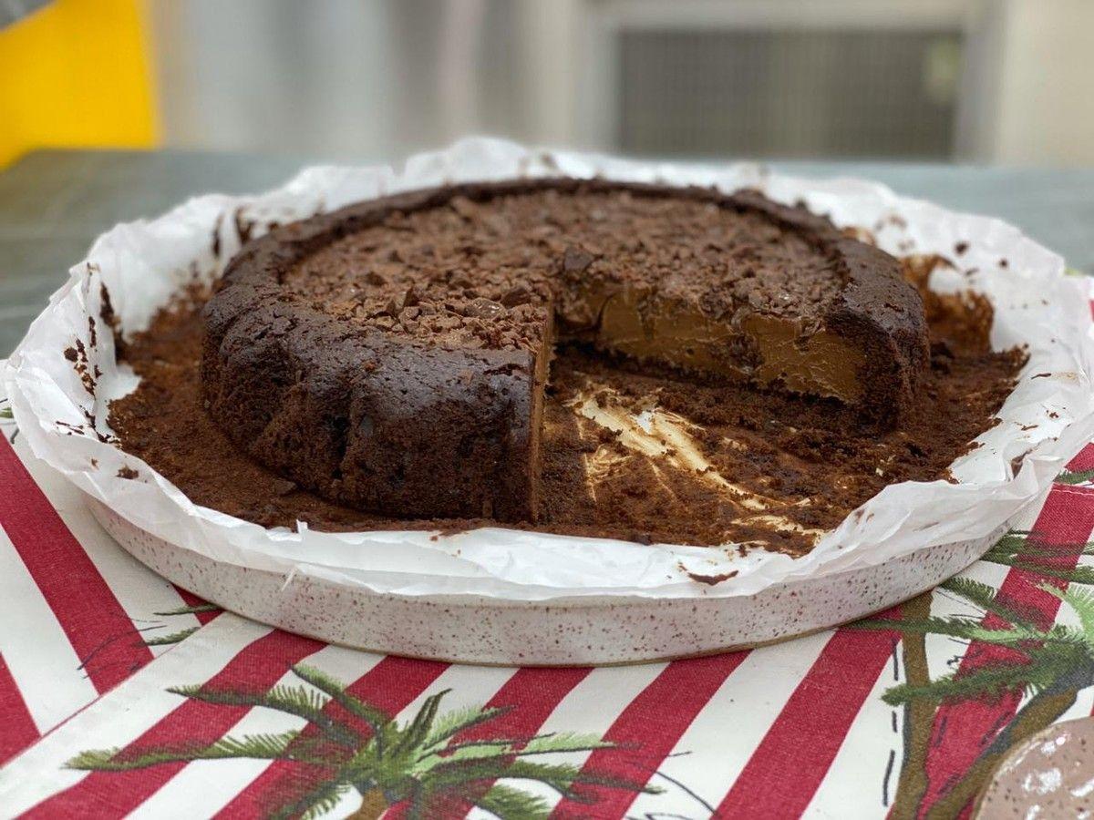 Bolo De Chocolate Cremoso Receita Em 2020 Bolo De Chocolate