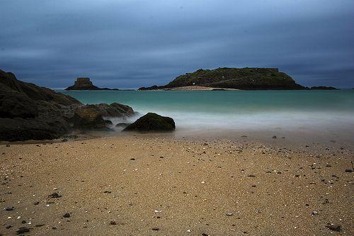 Pause longue sur la plage de Saint-Malo
