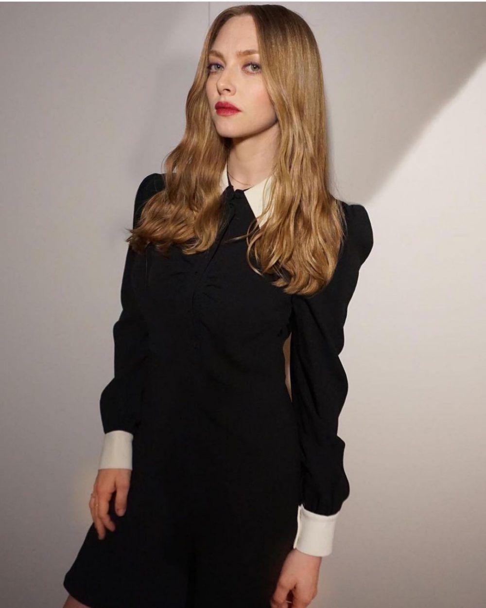 Amanda Seyfried Black And White Spring 2015 Collection Shirt Dress Saint Laurent In 2021 Celebrity Street Style Star Fashion Amanda Seyfried [ 1250 x 1000 Pixel ]